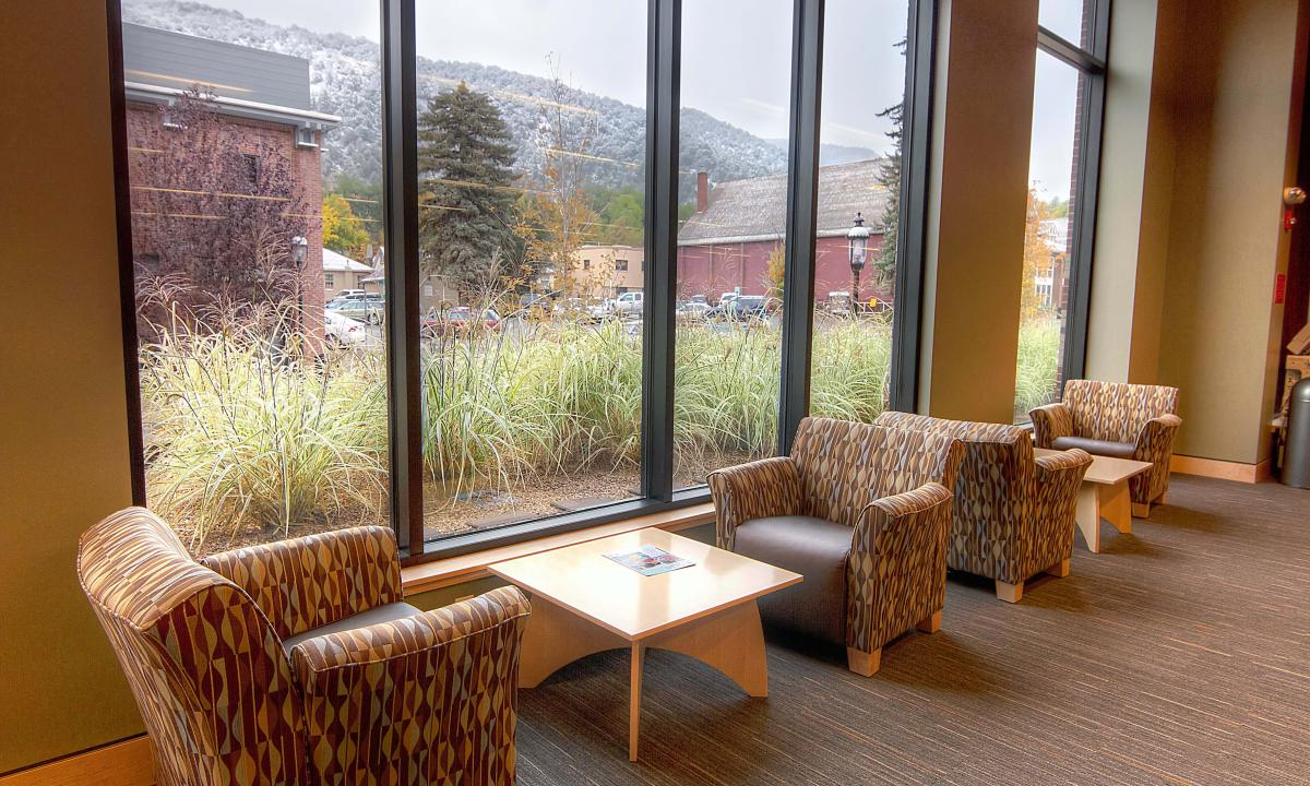 Glenwood Springs Seating Area